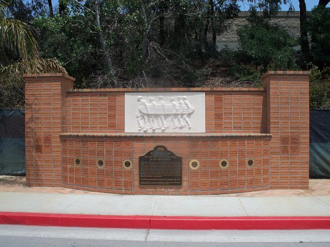 Beach Boys Memorial, Hawthorne   © tkksummers/Wikimedia Commons