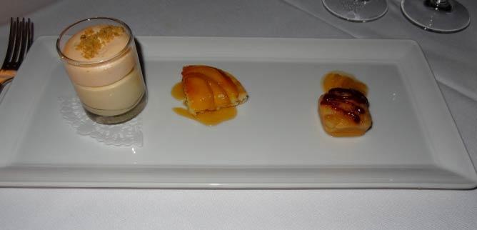 Desserts highlighting Oregon peaches | © Navin75/Flickr