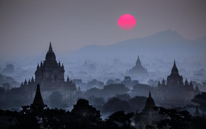 Sunrise over Tan Chi Mountain in Bagan | © David Heath