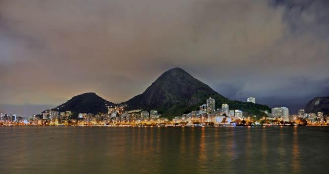 Lagoa Rodrigo de Freitas by Night | © Chensiyuan/WikiCommons