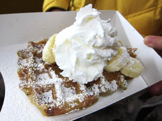 Waffle with banana and whipped cream from Wafels & Dinges | © Jason Lam/Flickr