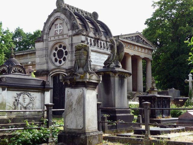 Various mausoleums, Greek Orthodox Cemetery, West Norwood Cemetery |  © Stephen Richards/WikiCommons