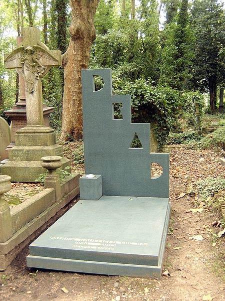 Grave of Patrick Caulfield, Highgate Cemetery | © Nicholas Jackson/WikiCommons