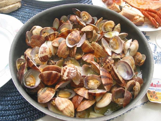 """""""Amêijoas à Bulhão Pato"""", um prato português. A portuguese clam dish."""