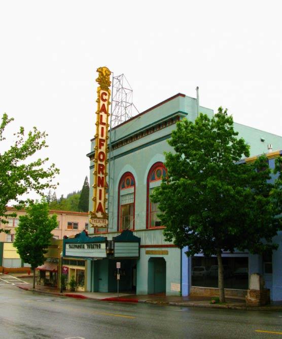 California Theatre in Dunsmuir | © mbtrama/Flickr