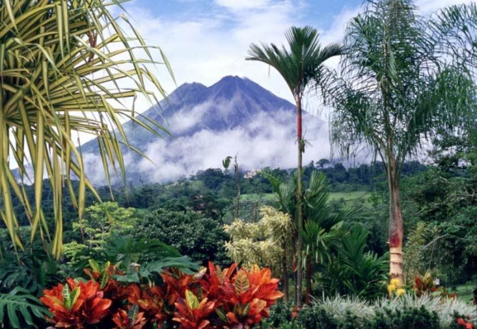 """Volcán Arenal National Park, home of the """"world's remotest pizzeria"""" 