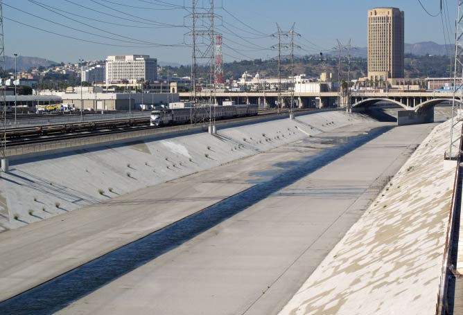 Channelized Los Angeles River in Downtown Los Angeles | Downtowngal