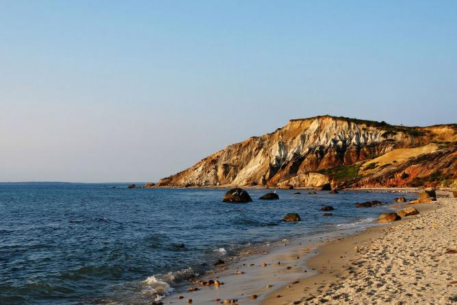 Gay Head Cliffs, Aquinnah, Martha's Vineyard | © Alberto Fernandez/WikiCommons