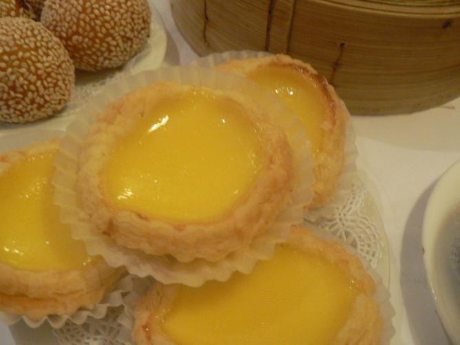 Egg custard tarts © Stu Spivack/Wikipedia