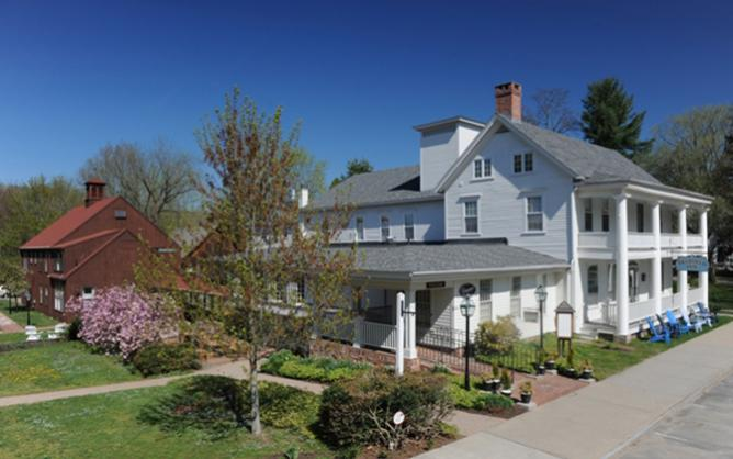 Deerfield Inn and Carriage House in Spring.