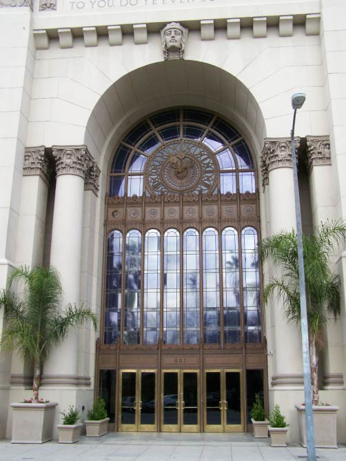The front enterance of the Park Plaza