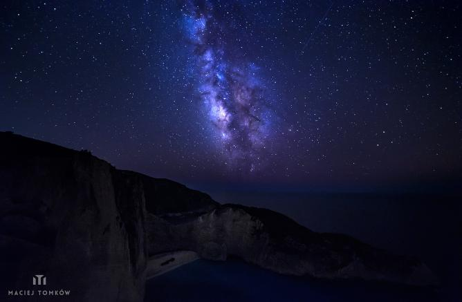 Milky Way over Navagio Shipwreck Beach | © Maciej Tomkow