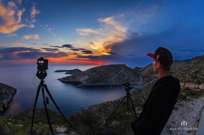 Capturing sunset at Maries, Zakynthos | © Maciej Tomkow