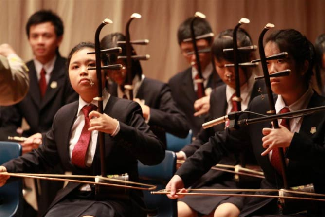 Erhu players in a Chinese orchestra in Yishun Junior College |© Yishun Junior College Photos/Wikicommons