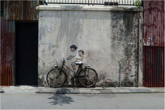 Little Children on a Bicycle Mural, Armenian Street © Azeery/WikiCommons