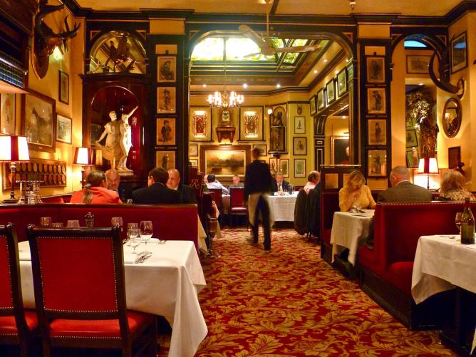 Top 12 british restaurants in london for Covent garden pool table