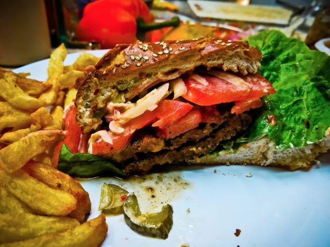 Hamburger from Café Basara | © Mona Mizi/Flickr
