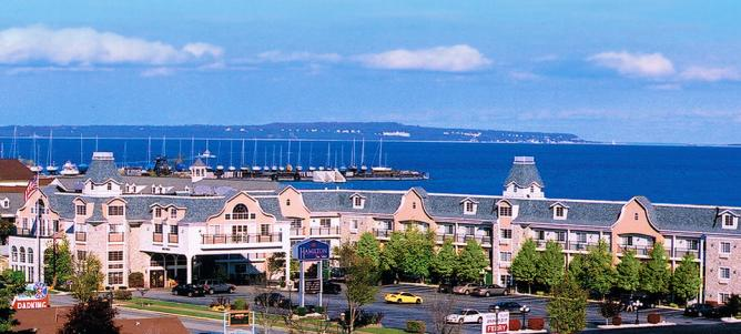 © Mackinaw City Hamilton Inn