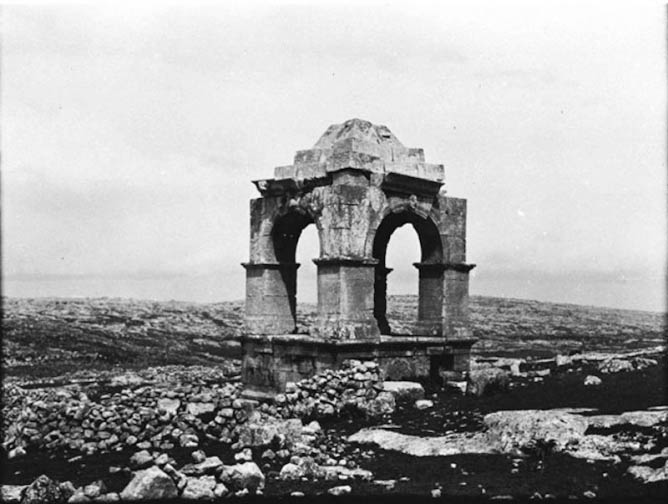Photo C_019, Barad, Syria, Turkey, April 1905, Canopied funerary monument on podium - View from SW © The Gertrude Bell Archive, Newcastle University