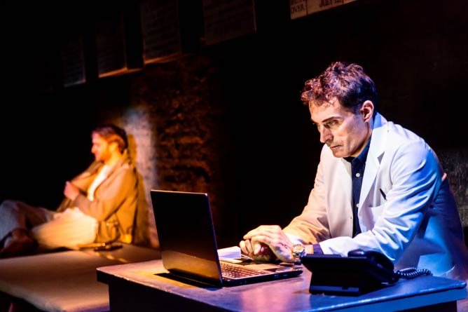 Closer at the Donmar Warehouse © Johan Persson