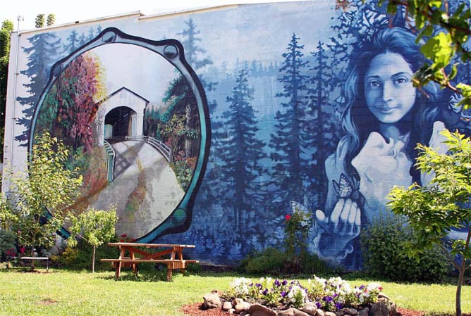 Opal Whiteley mural in Cottage Grove | © Bruce Fingerhood/Flickr