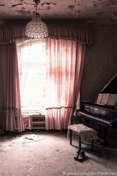Inside the villa of a former urologist, Germany © Sylvain Margaine