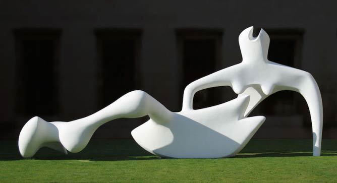 Henry Moore, Reclining Figure, 1951, Fitzwilliam Museum, Cambridge | Photograph © Andrew Dunn/Wikicommons