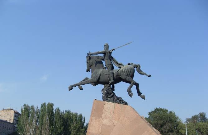 Vardan Mamikonyan's monument by Yervand Kochar | 23artashes