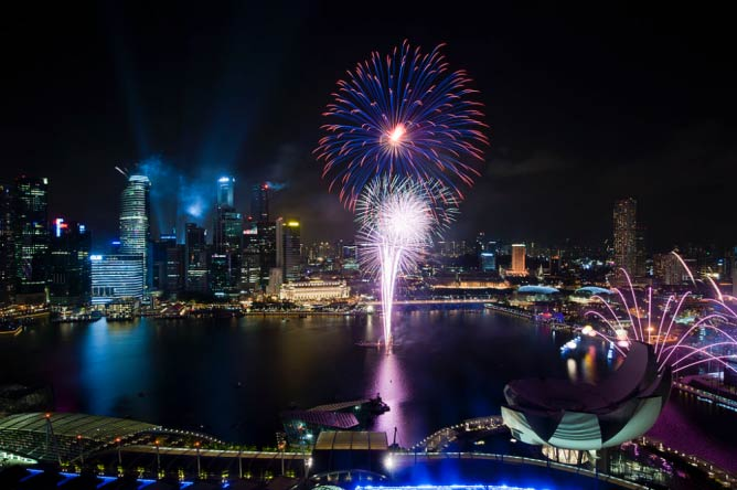 Fireworks from Singapore National Day Parade 2011 | © chensiyuan/WikiCommons