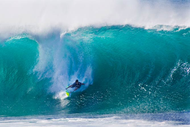 Bruce Irons getting a massive wive at Billabong Pipeline Masters