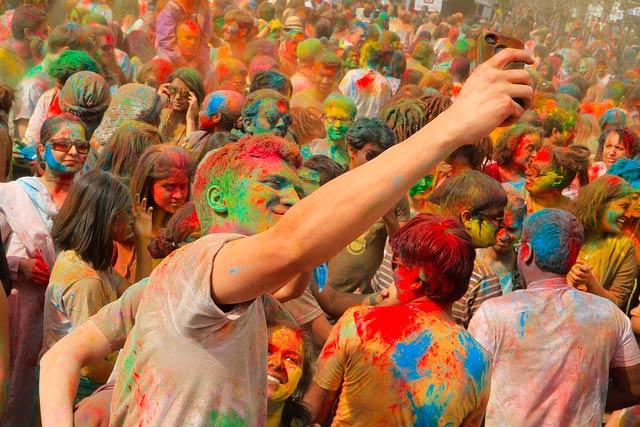 A Creative Commons image: Holi Festival | © Pabak Sarkar/Flickr