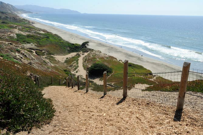 The steep trail down to the beach at Fort Funston|@Tim Adams/WikiCommons