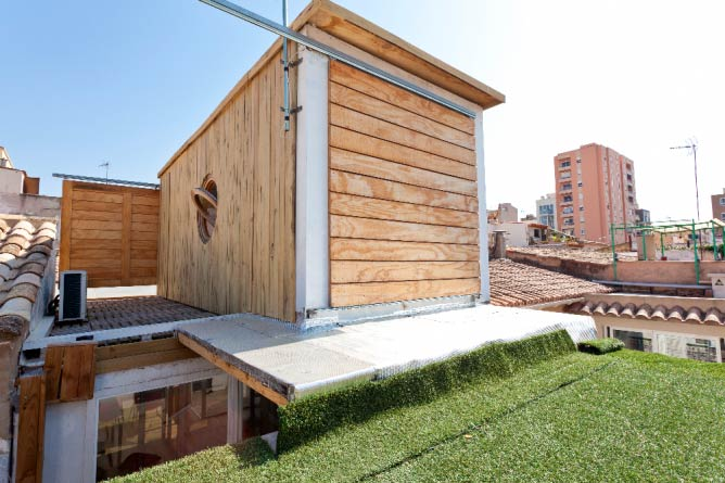 Shipping Container ©Airbnb