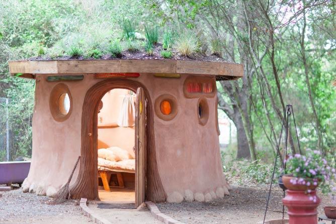 Hobbit Hut   © Airbnb