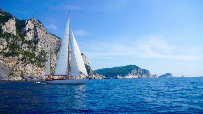 Yacht   © Airbnb
