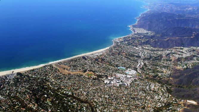 Pacific Palisades & Will Rogers Beach, California (c) D RAMEY LOGAN/Wikicommons