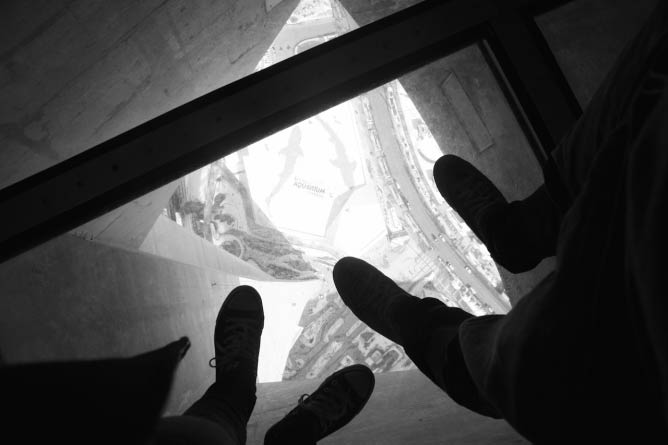 Glass Floor at the CN Tower | © Alexia Wulff