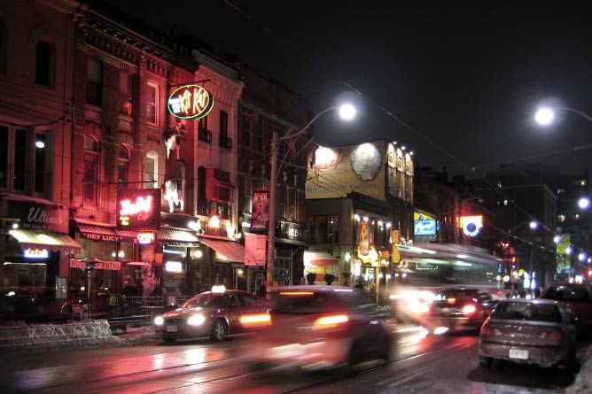 King St. At Night | © John Vetterli/Flickr