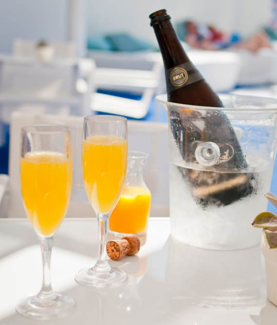 Pool-side Mimosas at The Standard Hotel| © vxla/Flickr