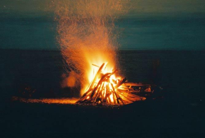 Beach bonfire | © Mike Fernwood/Flickr