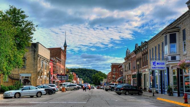 Downtown Elkader | © Kevin Schuchmann/WikiCommons