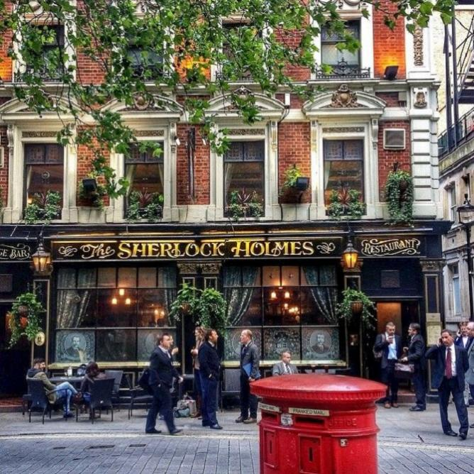 The Sherlock Holmes Pub © Charlotte Kennedy
