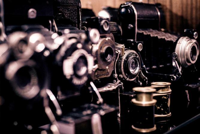 Vintage Cameras: Photo courtesy of Pixabay