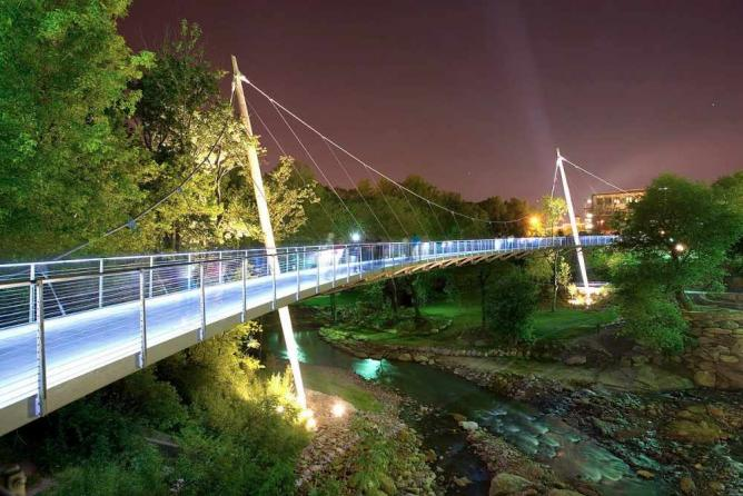 Liberty Bridge at Falls Park on the Reedy | © Rosales + Partners/WikimediaCommons