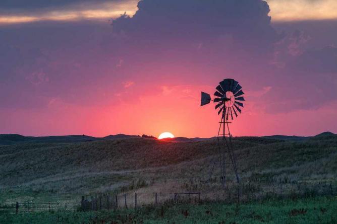 Windmill at sunset, Valentine | © Kelly DeLay/Flickr