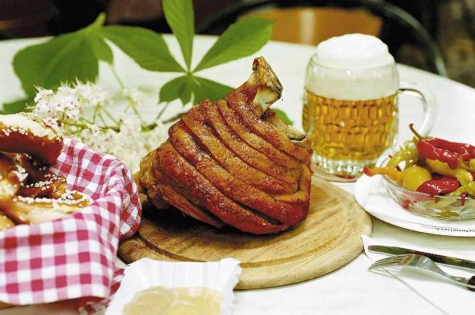 The 10 best restaurants in salzburg austria for Food bar wien