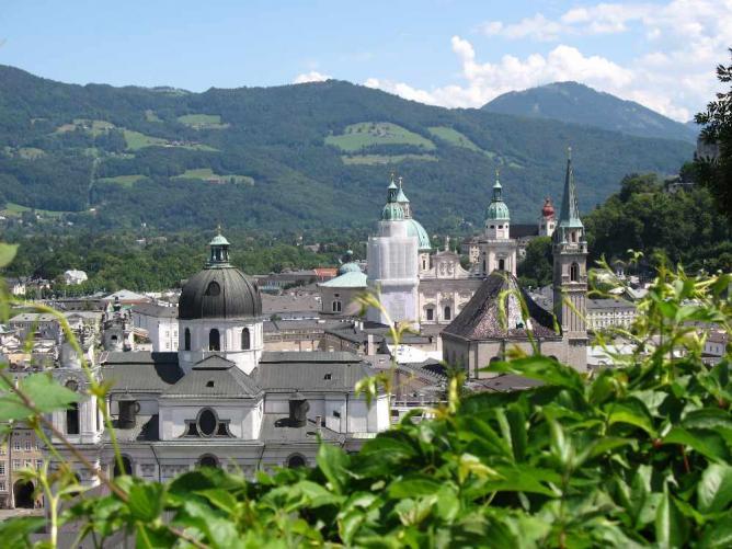 View from Mönchsberg | © Andrew Bossie/WikiCommons
