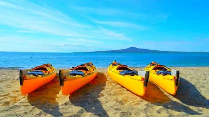 Kayaks on the Beach | Courtesy of Auckland Sea Kayaks