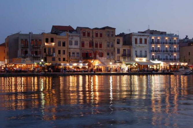 Chania by night | © TheOnassis/WikiCommons