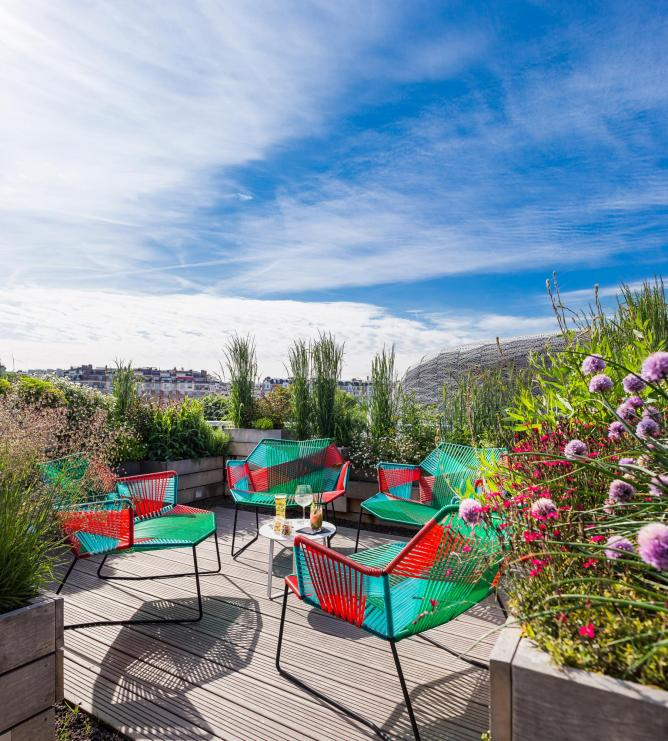 The 10 best rooftop bars in paris for Rooftop piscine molitor